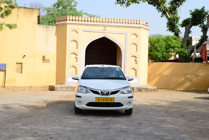 Hire a Car Rental Service in Jaipur and Visit Major Places
